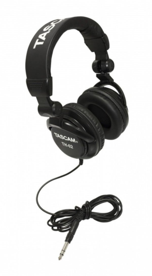 TASCAM TH 02